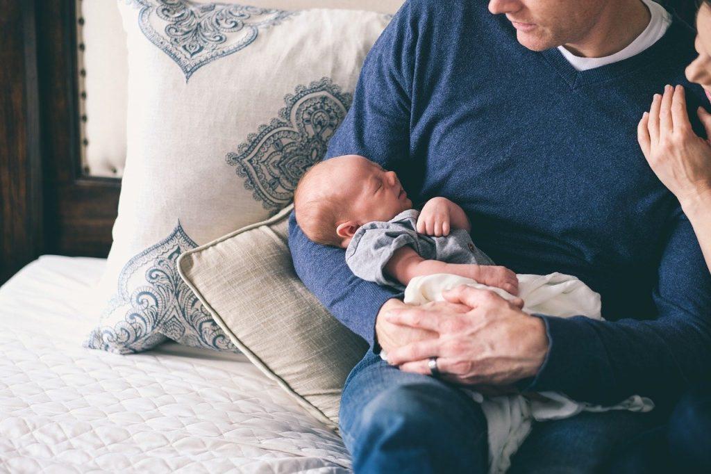 متى يتم عزل الطفل عن والديه أثناء النوم