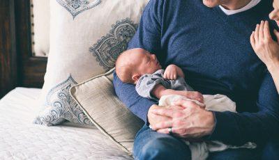 متى يتم عزل الطفل عن والديه أثناء النوم؟