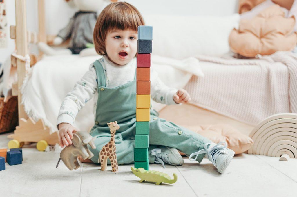 مراحل التطور الحركي لطفل